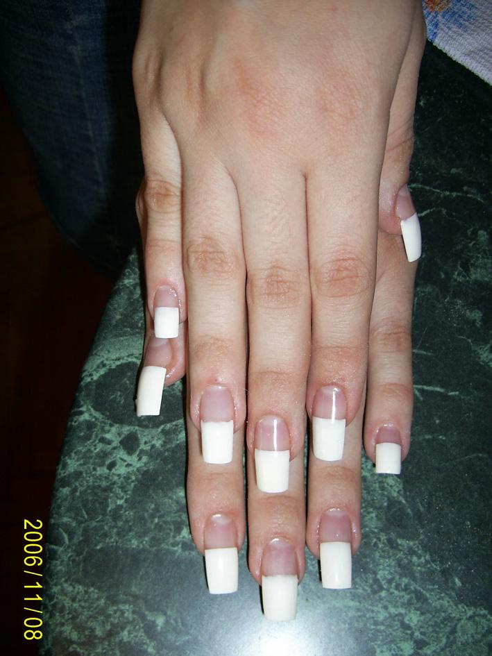 Прямой френч на ногтях